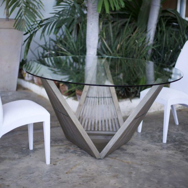 Magico Triangulo Dining Table